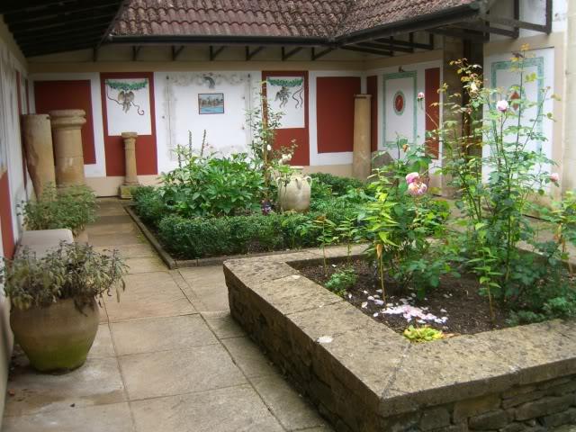Ecce v the roman garden for Roman garden designs